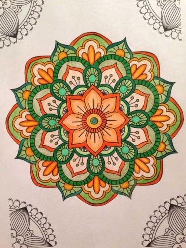 mandalas coloreados flores naranja y verde
