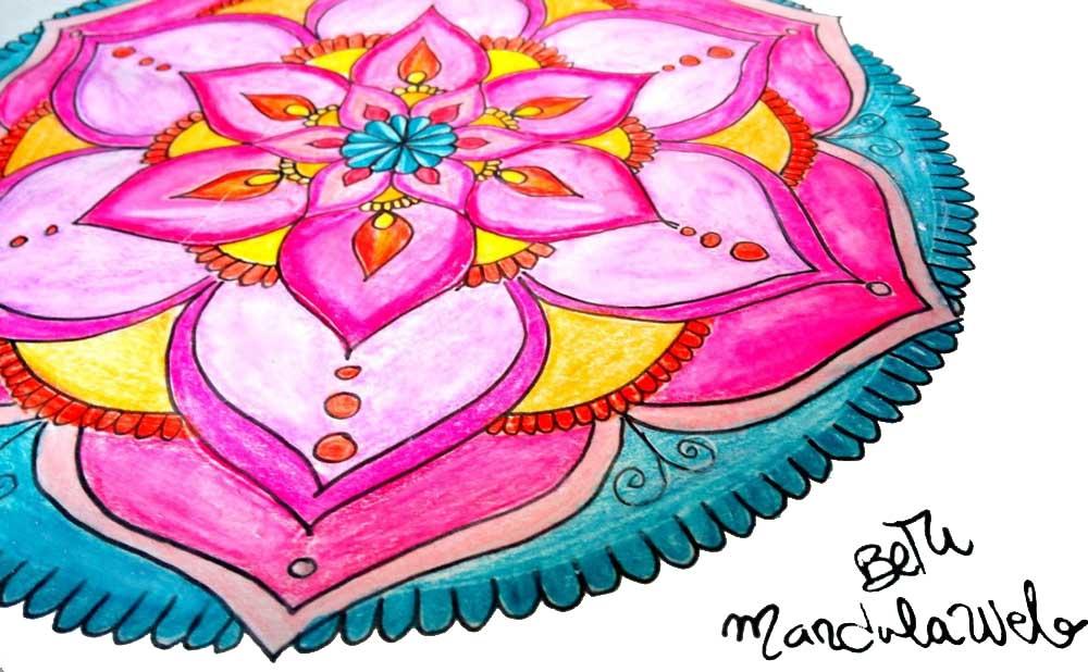 Colorear mandalas con lápices de acuarelas