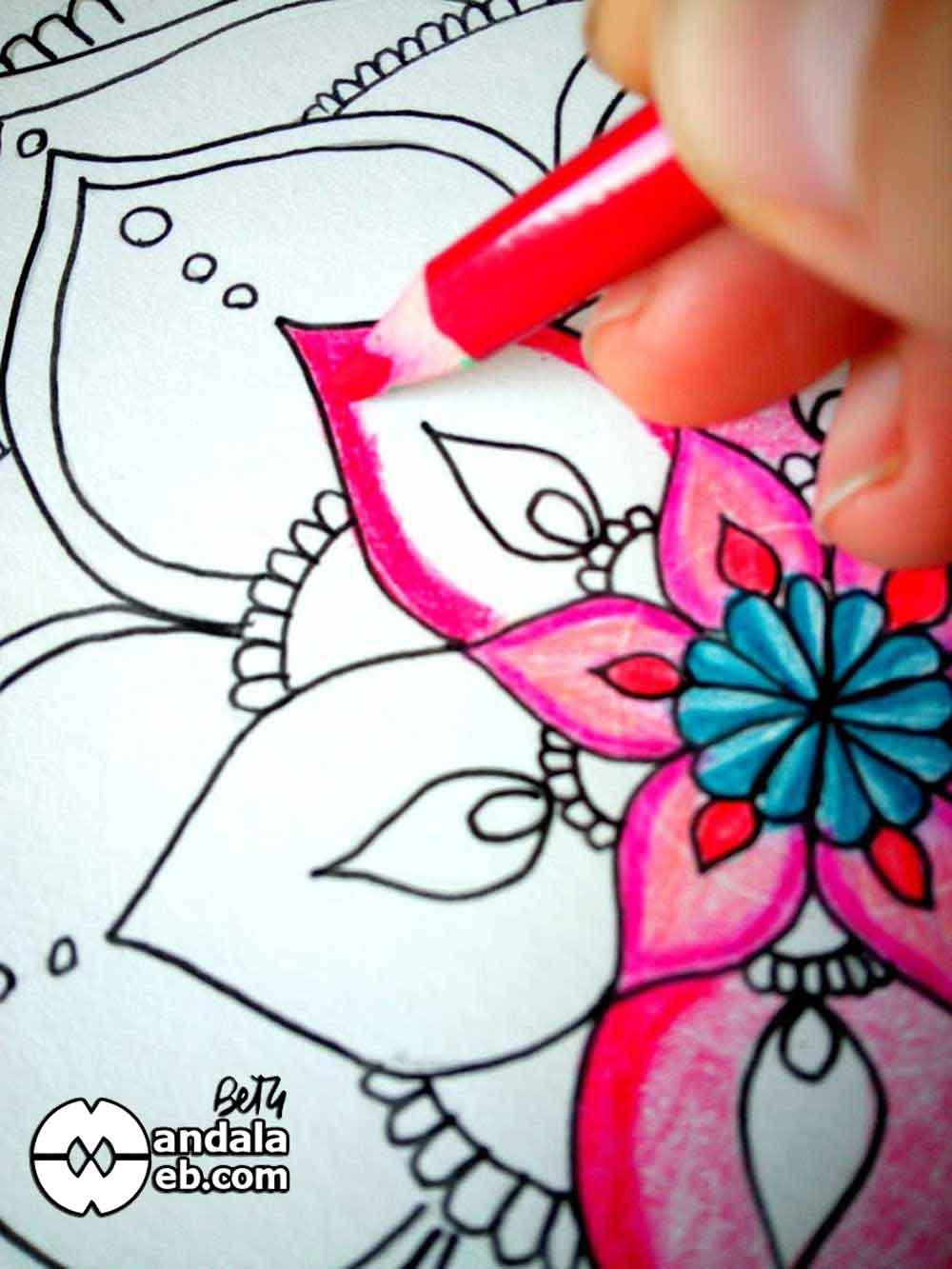 como pintar mandalas con lapices de colores