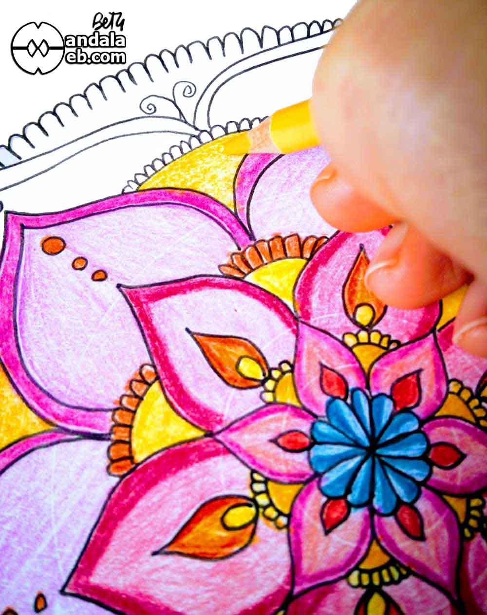 Pintar mandalas con lápices de colores