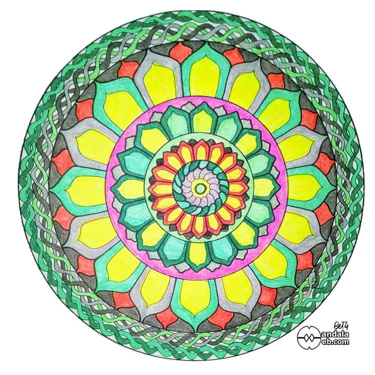 mandala pintado a mano con lápices de colores