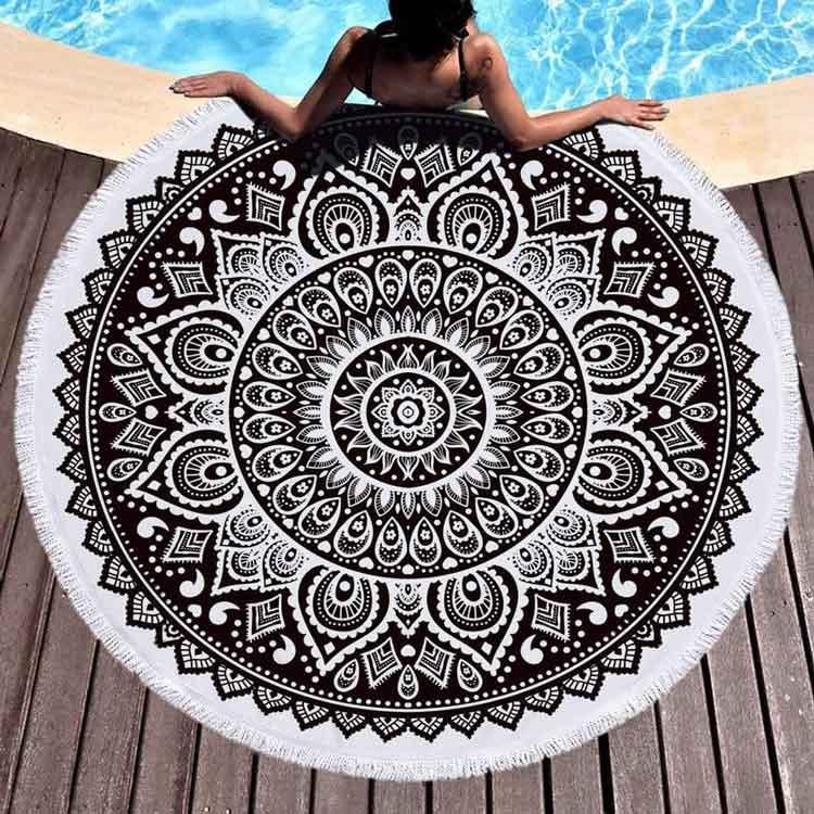 Toalla mandala círculo en blanco y negro