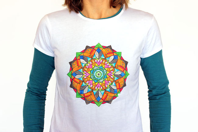 camiseta blanca con mandala original mandalaweb