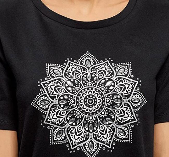 camiseta manga corta mandala en blanco y negro