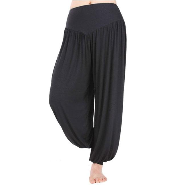 pantalón bombacho negro marca Hoerev