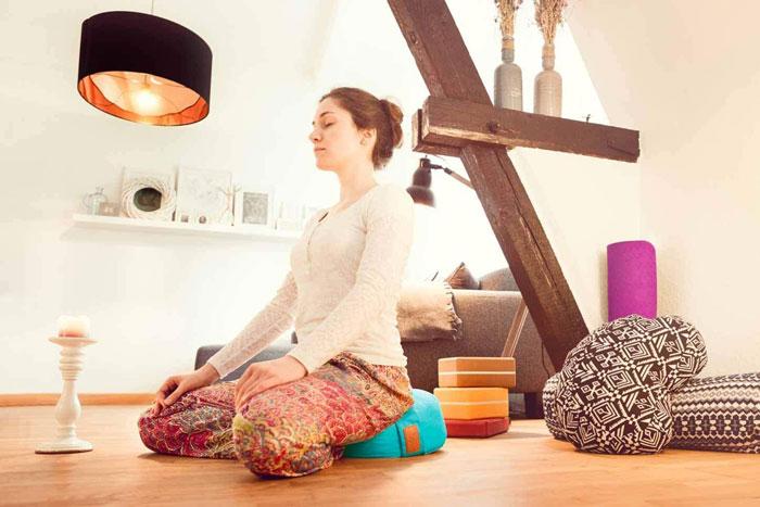 cojín para la práctica de yoga