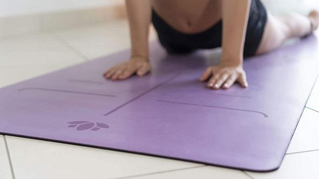 Es importante la esterilla de yoga para la práctica