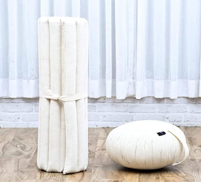El zabutón es la base utilizada bajo el zafupara  de hacer yoga
