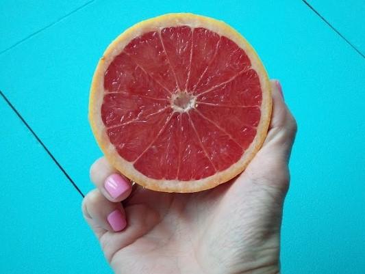 Patrones de geometría en la mitad de un pomelo